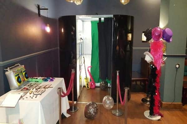 Enclosed photo booth offers